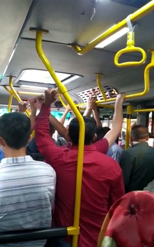 Arnavutköy'de tıklım tıklım minibüs yolculuğu