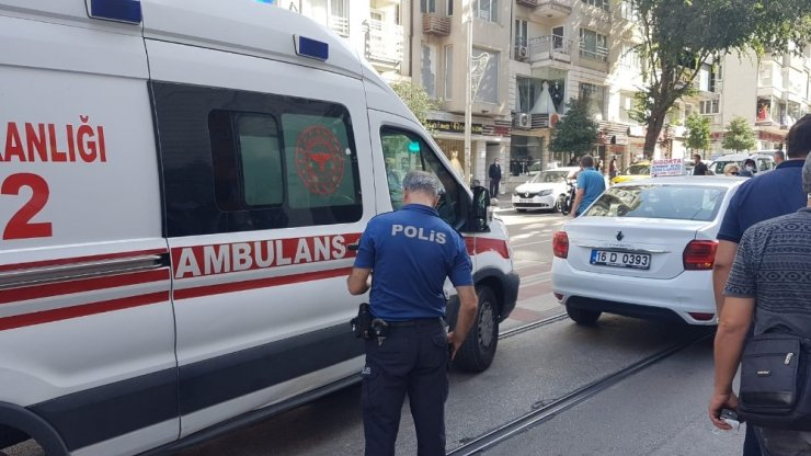 Bursa'da yolun karşısına geçmeye çalışırken dolmuş çarptı