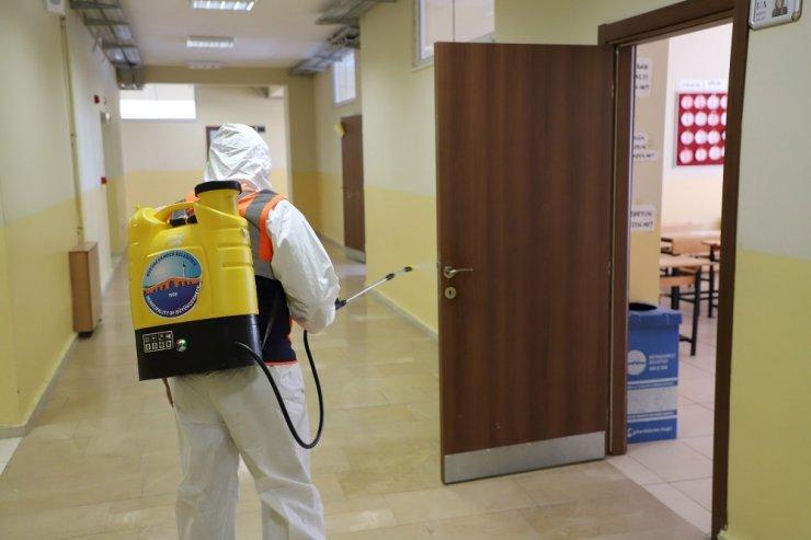 Büyükçekmece'de okullarda dezenfekte çalışmaları devam ediyor