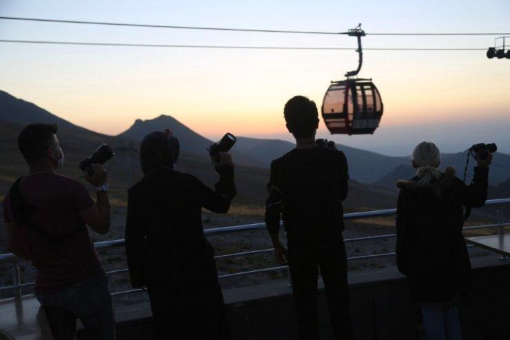 """Büyükşehir'den gökyüzü tutkunlarına """"Erciyes astro fotoğrafçılık"""" hizmeti"""