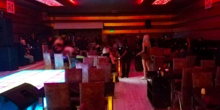 Denizli'de alkollü mekanda 18 yaşından küçük 2 müşteri yakalandı
