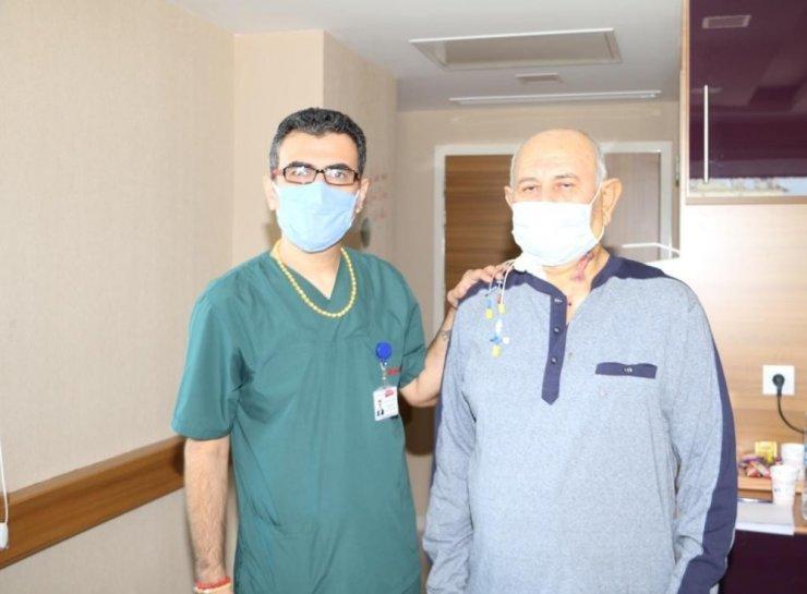 Gaziantep'te uyutulmadan küçük bir kesi ile tıkalı olan şah damarı açıldı