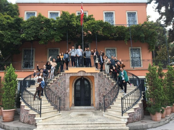 İEÜ Erasmus Öğrenci Ağı Kulübüne 'Erasmus' birinciliği