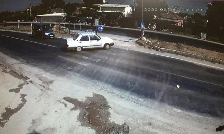 Feci kaza anı güvenlik kamerasına yansıdı