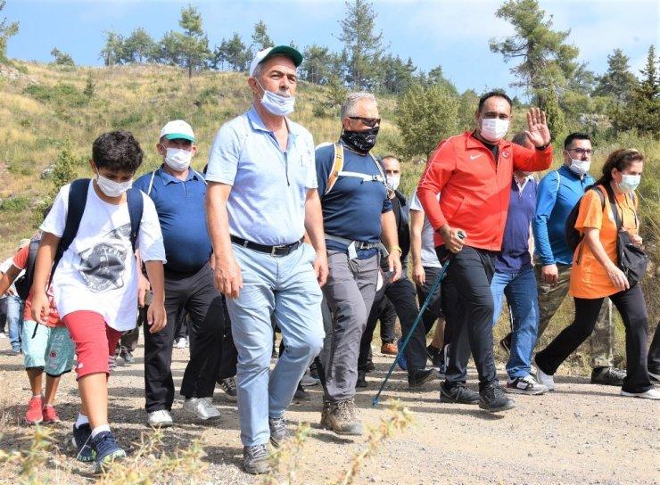 Toroslar'da turizm günü etkinliğinde doğa yürüyüşü