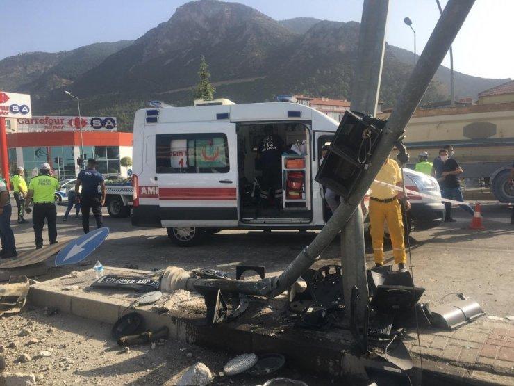 Hasta nakil eden ambulans devrildi: 6 yaralı