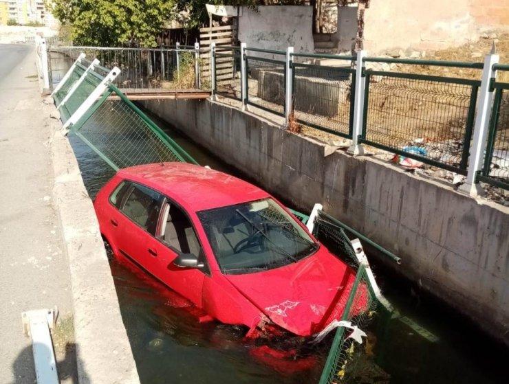 Otomobil sulama kanalına uçtu: 1 yaralı