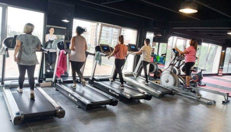 Yunusemreli kadınlardan Millet Çarşısı spor salonuna yoğun ilgi