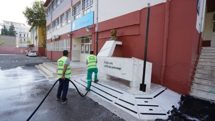 Okullarda temizlik çalışması yapılıyor