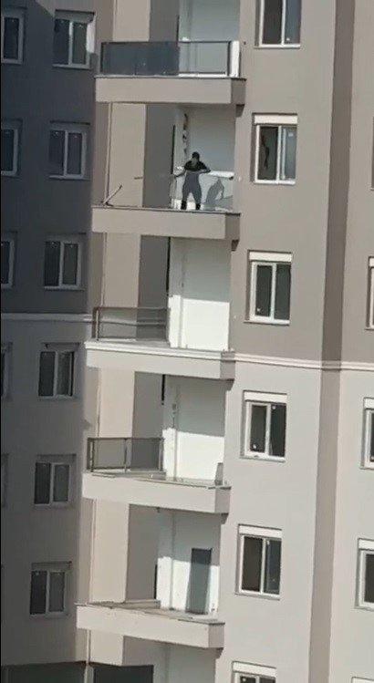 Güpegündüz inşaattan hırsızlık kamerada