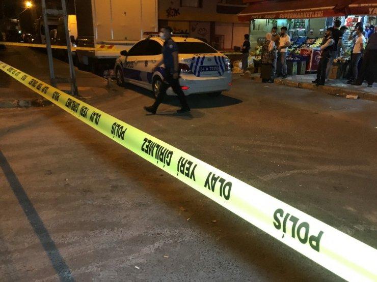 Bağcılar'da silahlı saldırı; 5 yaralı