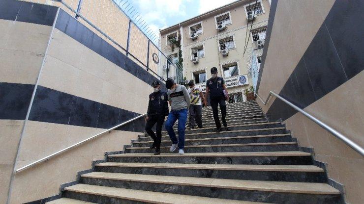 Büyükçekmece ve Kadıköy'de evlerden 600 bin TL'lik hırsızlık yapan şahıslar yakalandı