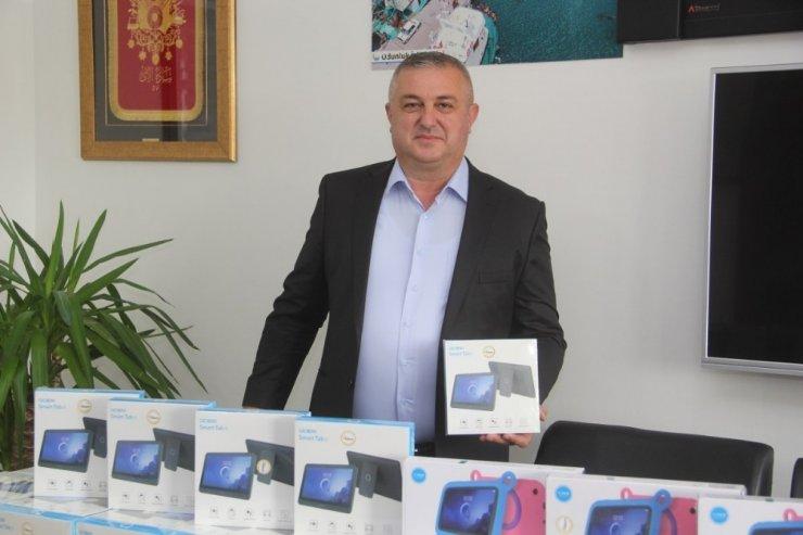 Geyikli'de 200 öğrenciye tablet dağıtıldı