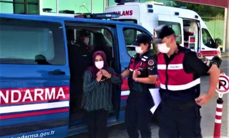 Yankesici kadın pazarda jandarmaya suçüstü yakalandı