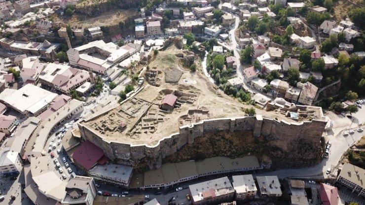 Bitlis Kalesi'nde Kanuni Sultan Süleyman'a ait 487 yıllık tamirat kitabesi bulundu