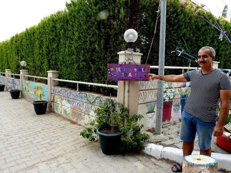 Çeşme'de vatandaşlar sokaklarını adeta sanat galerisine dönüştürdü