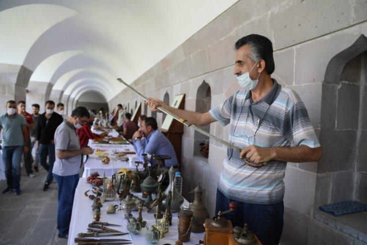 Koleksiyoncuların buluşma noktası: Antika Pazarı
