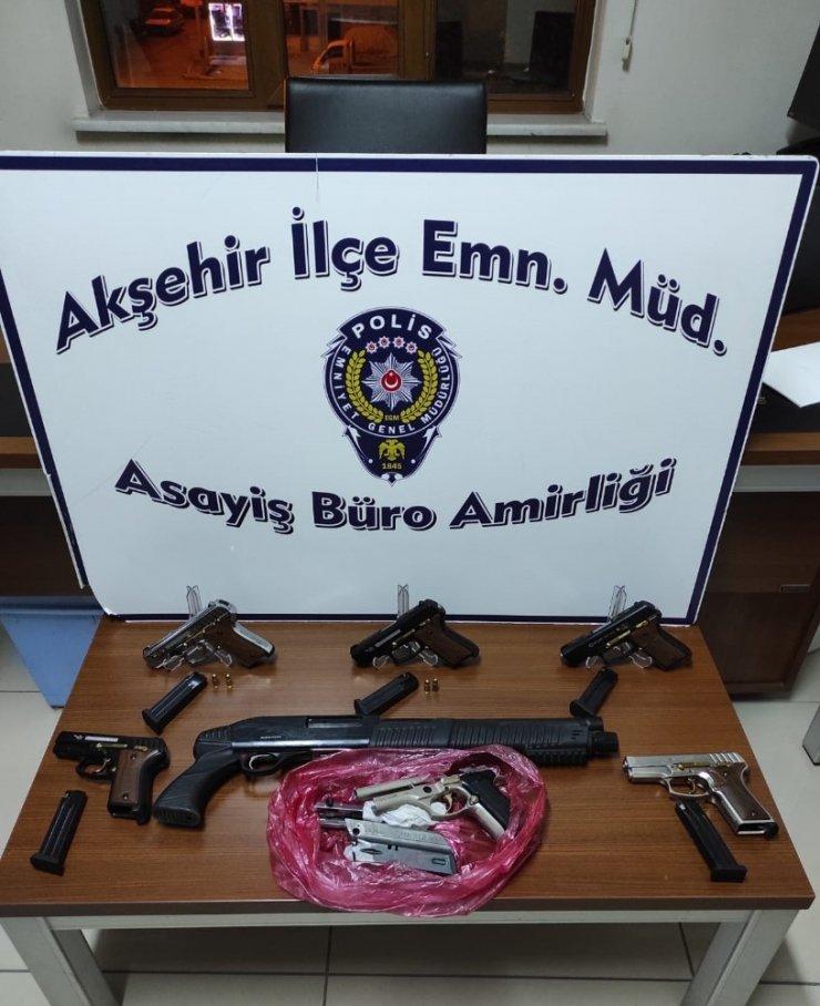 Konya'da otomobilde 6 tabanca ve pompalı tüfek bulundu