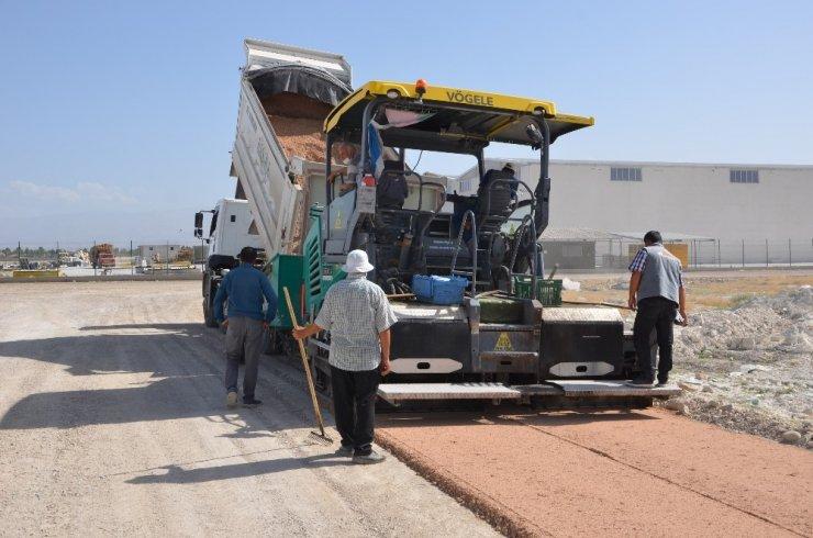 Başkan Oprukçu asfalt çalışmalarını inceledi