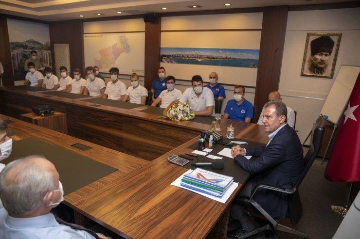 Seçer, Mersin Büyükşehir Belediyesi Erkek Basketbol Takımı ile bir araya geldi