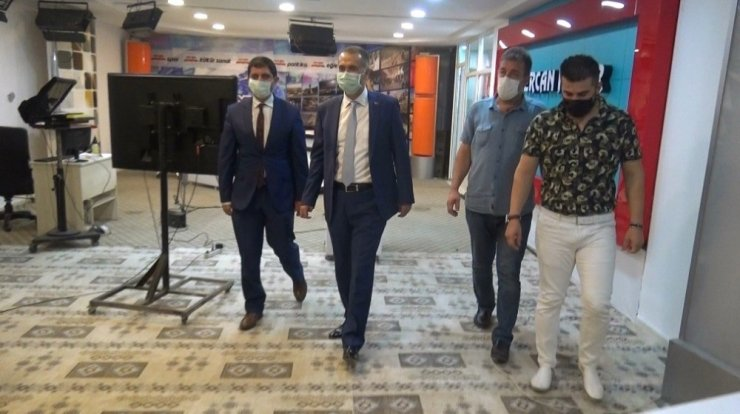 Vali Mahmut Çuhadar gazeteciler ile bir araya geldi