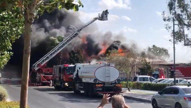 İzmir'de üst üste korkutan yangınlar: Hem depo hem kafe yandı