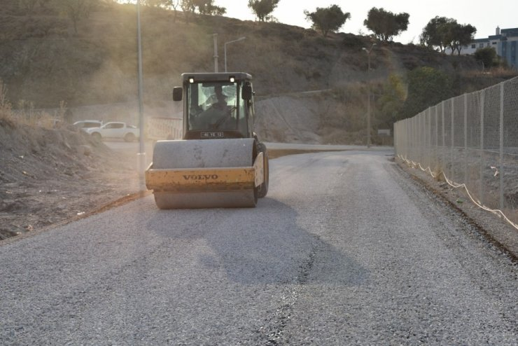 Yunusemre'de yol yapım çalışmaları sürüyor