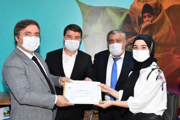 İşaret dili eğitimini tamamlayan kursiyerlere sertifikaları verildi