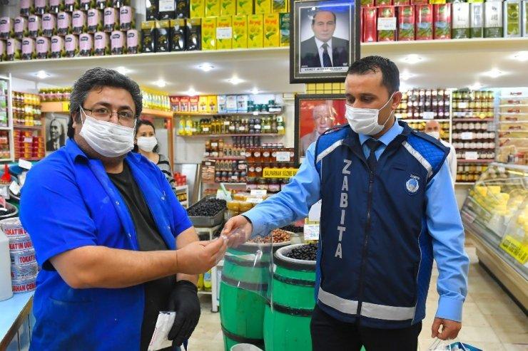 Ankara Büyükşehir Belediyesi'nden pazarcı esnafına maske ve siperlik desteği