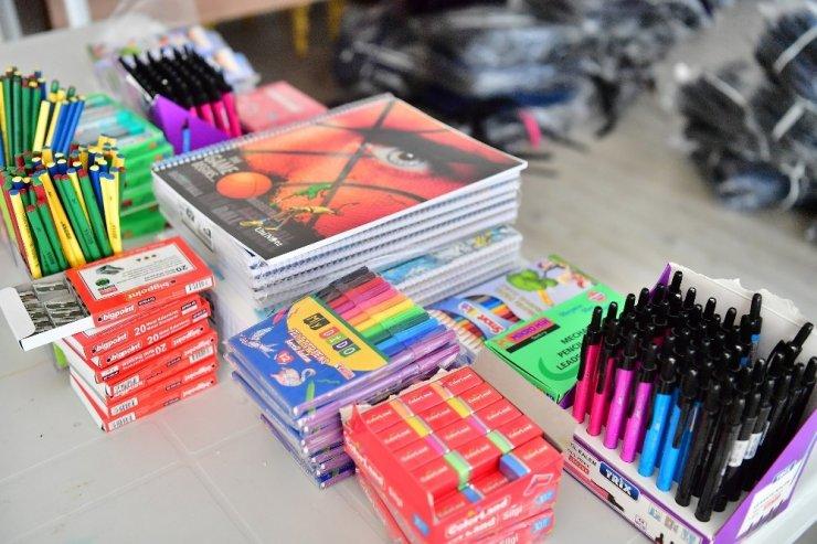 Beylikdüzü Belediyesi'nden bin 400 öğrenciye okul malzemesi yardımı
