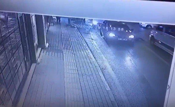 Minibüsün çarptığı kız böyle fırladı