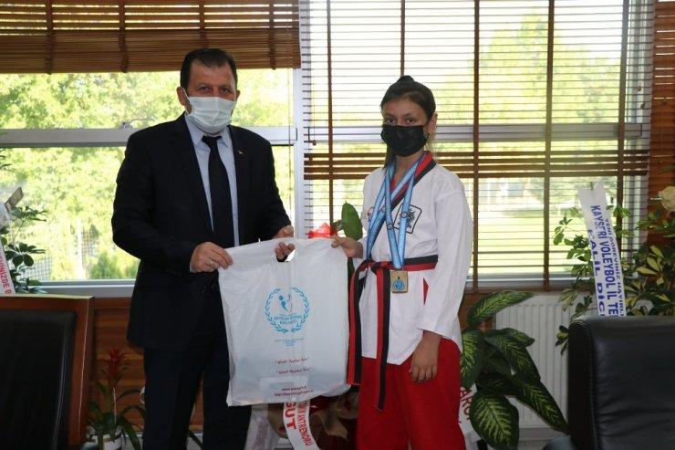 Şampiyon Taekwondocular Kabakçı'yı ziyaret etti
