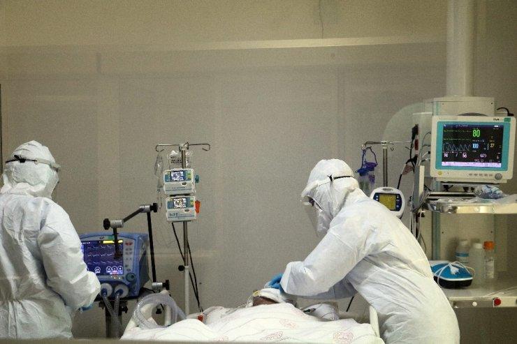 Covid-19 hastalarının rahat nefes alabilmeleri için nefessiz kalıyorlar
