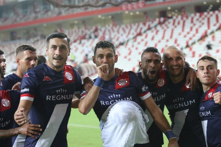 Antalyaspor ilk üç haftada zirveye ortak