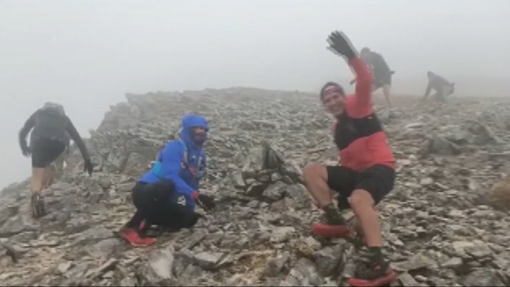 Uludağ'da fırtınaya yakalanan atletlerin zor ânları