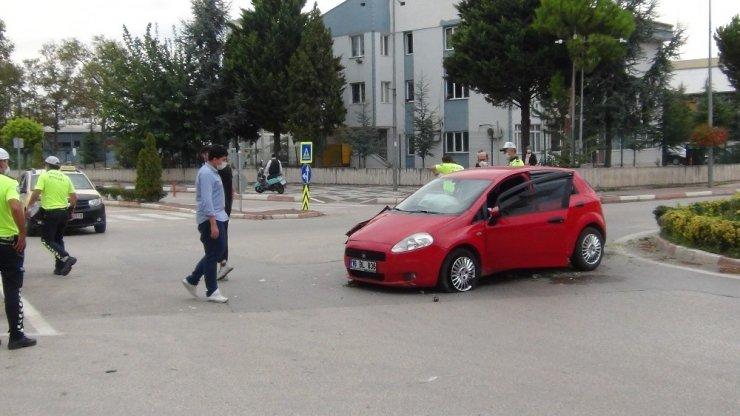 Kiralık araçla kaza yaptı, şoka girdi