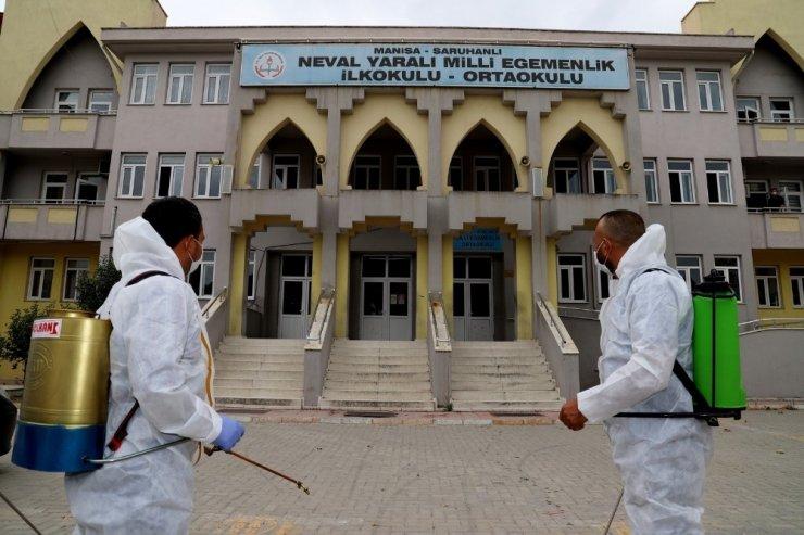 Saruhanlı Belediyesi okulları dezenfekte etti