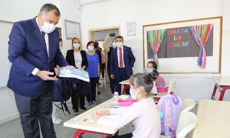 Çankaya Belediyesi'nden çocuklara kırtasiye seti armağanı