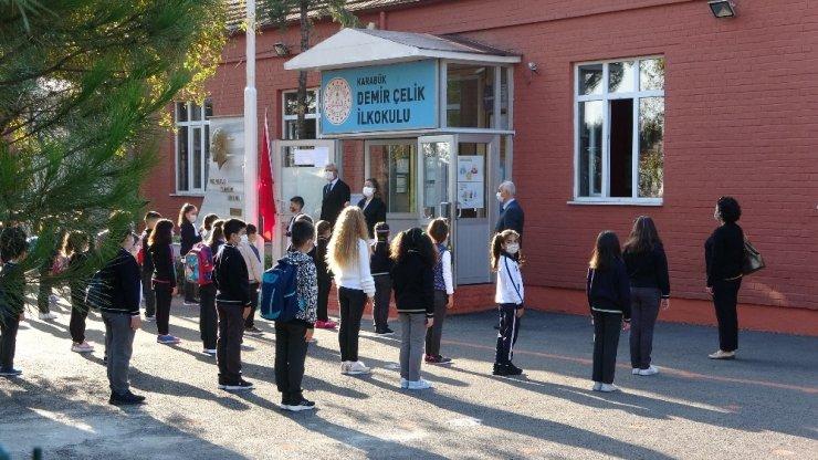 Karabük'te yüz yüze eğitim öğrencilere uyarılar yapılarak başladı