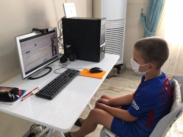 Köye kablosuz internet getirip, öğrencileri EBA'ya kavuşturdu