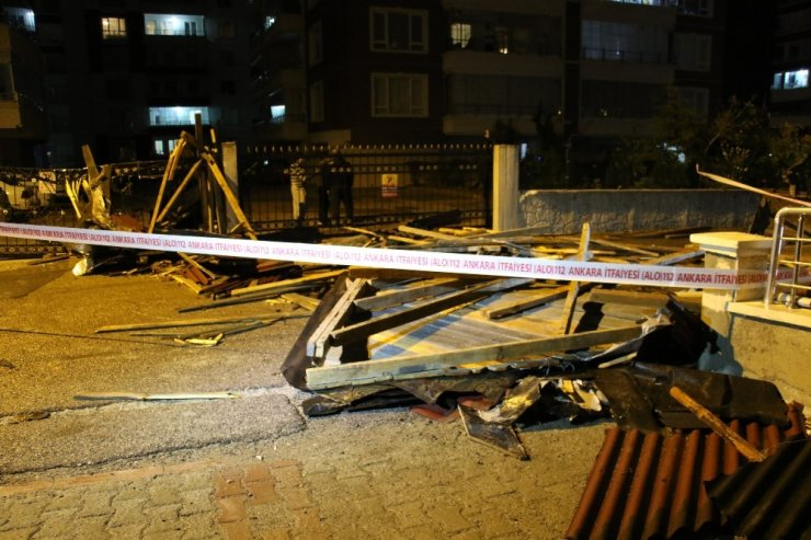 Başkent'te şiddetli fırtına binaların çatısını uçurdu