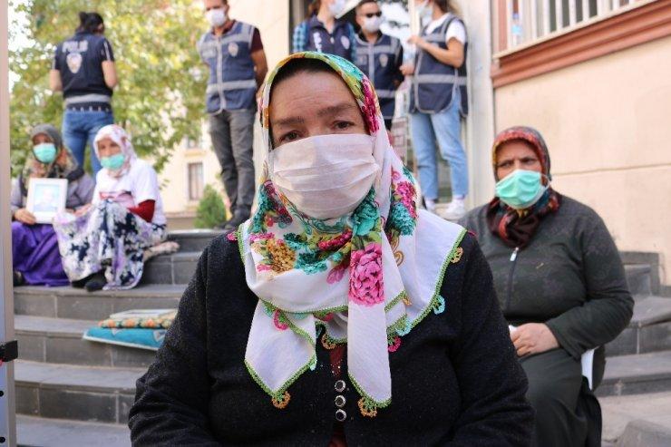 HDP önündeki annelerin çığlığı diğer aileleri harekete geçirmeye devam ediyor
