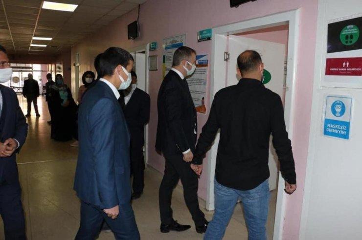 Hizan Kaymakamı Yelek, devlet hastanesini ziyaret etti
