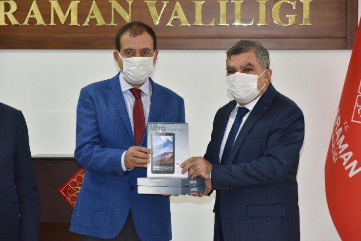Karaman'da iş adamlarından uzaktan eğitime 400 adet tablet desteği