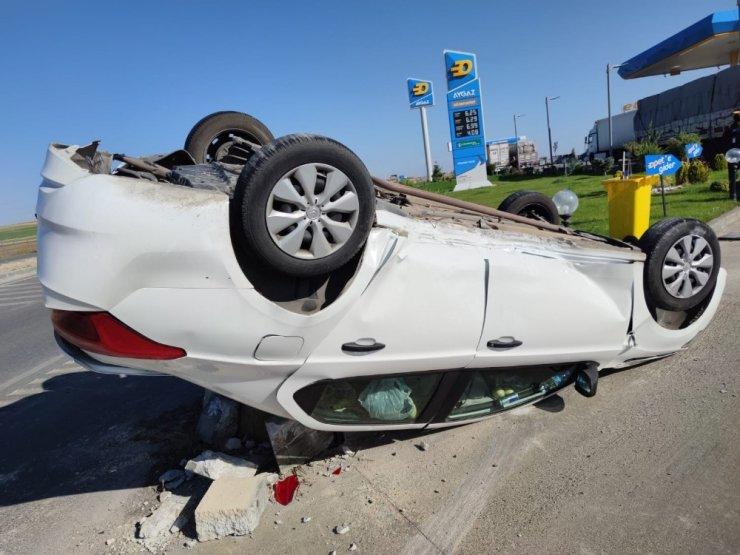 Kamyonetle çarpışan otomobil takla attı: 2 yaralı