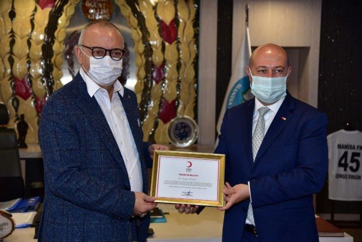 Başkan Ergün'e Kızılay'dan teşekkür belgesi