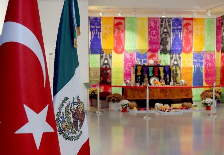 """Başkent'te """"Meksika Ölüler Günü"""" sergisi"""