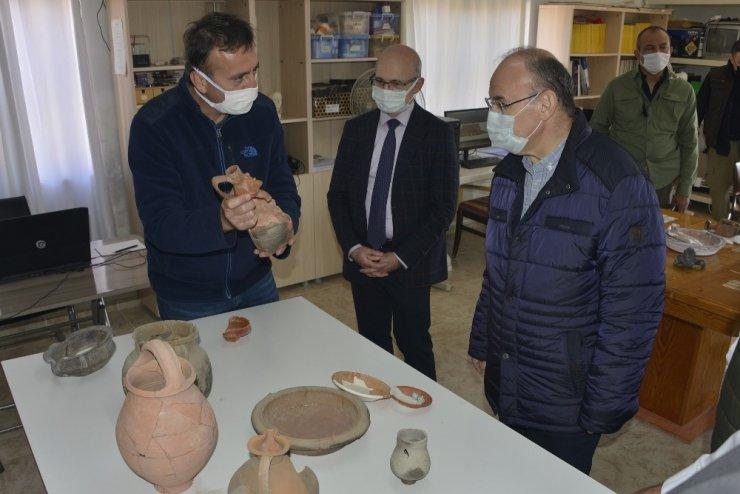 Vali Karadeniz Aigai'de incelemelerde bulundu
