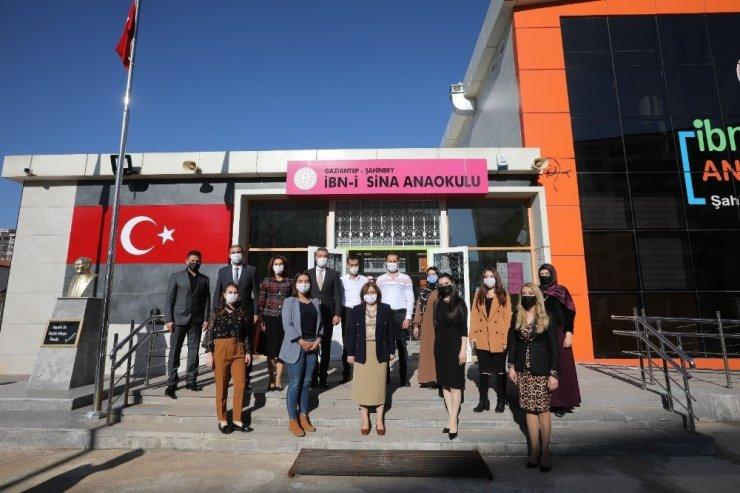 Başkan Fatma Şahin, öğrencilere masal okudu