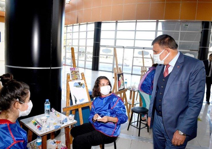 'Büyük yürekli ressamlar buluşuyor' programı gerçekleştirildi